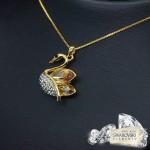 "Kulons ""Princese – Gulbis III (Golden Shadow)"" ar Swarovski™ kristāliem"